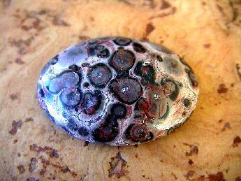 Cabochon oval - Leopardenfelljaspis